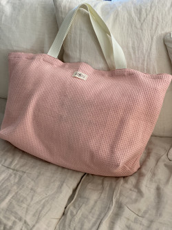 Pink honeycomb tote